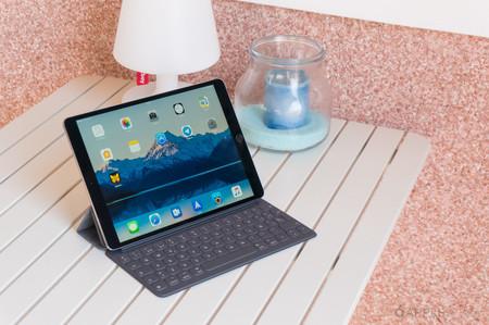 """Protege tu iPad de 10,2-5"""" y trabaja con él usando la funda-teclado Smart Keyboard de Apple, de oferta en eBay por 134,90 euros"""
