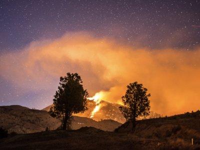 El infierno en la Tierra: la espectacular furia de un incendio en vídeo timelapse