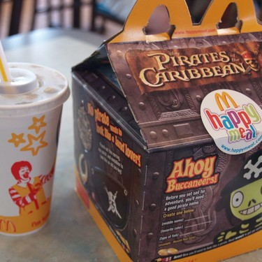 """McDonald's quiere que su cajita feliz sea más """"saludable"""""""