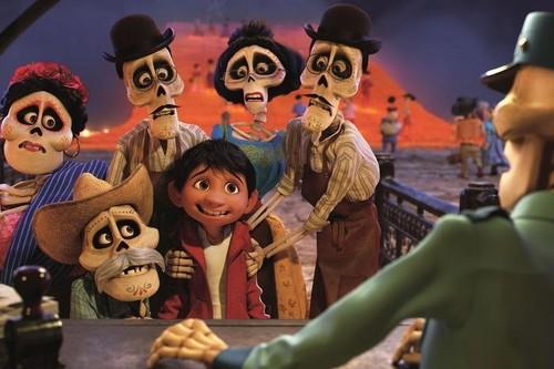 Digibook de 'Escuadrón suicida', serie completa de '24' y muñecos de 'Coco' en nuestro Cazando Gangas