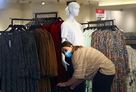 Inditex ya no quiere que pases tiempo en sus tiendas. Y por eso va a cerrar 1.200 en todo el mundo