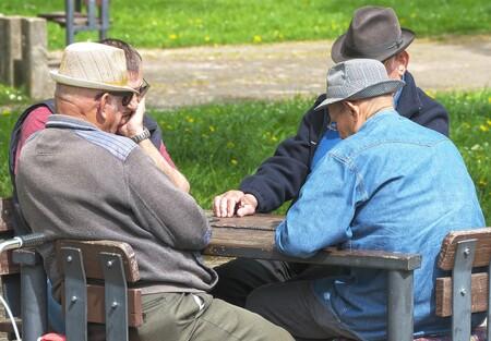 El gran cambio que se plantea al sistema de pensiones en España explicado: de contributivas a asistenciales