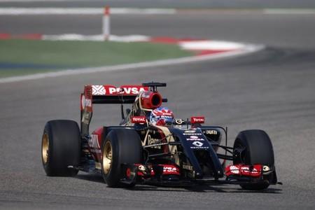 Lotus nos presenta oficialmente en pista su E22 asimétrico