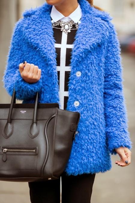 abrigo azul electrico