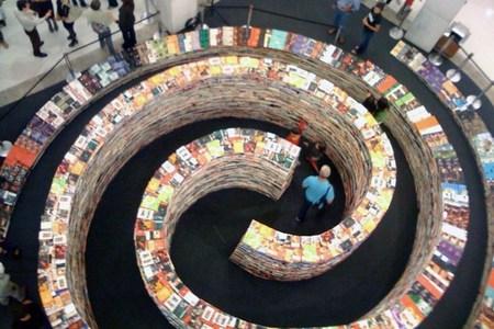 El  laberinto preferido para perderse en Londres ¡hecho con libros!