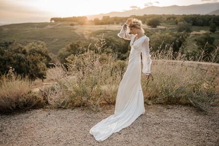 Una boda civil desprendiendo estilo: estos preciosos vestidos y monos de novia son únicos