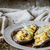 Berenjenas rellenas con bulgur y queso ahumado San Simón da Costa: receta vegetariana para una cena deliciosa