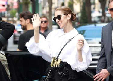 Celine Dion nos enseñar a brillar con un clásico look en blanco y negro, con estilo es posible reinventarlo