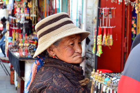anciana-tibet