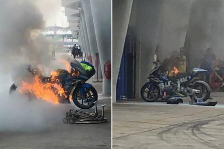 La imagen de la jornada en Sepang: La moto de Álex Rins envuelta en llamas dentro del box