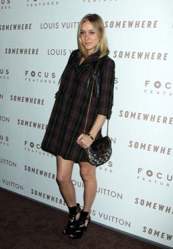 Consigue el look de cuadros de Chloë Sevigny en Zara