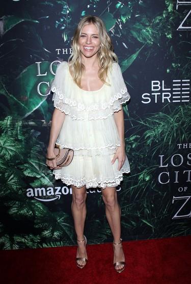 Sienna Miller nos sigue enamorando por sus looks boho (y puede que a Brad Pitt también)