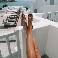 Este verano tus pies van a querer vestirse con sandalias doradas de tacón ancho. Estos modelos podrían inspirarte