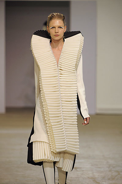 Foto de Gareth Pugh en la Semana de la Moda de París Primavera-Verano 2009 (24/28)