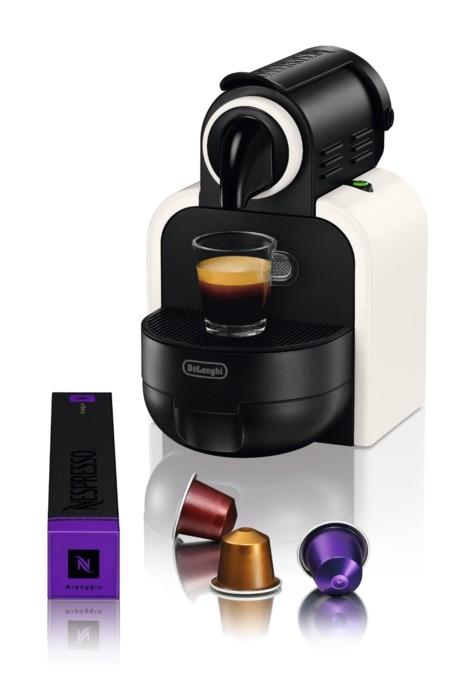 Cafetera Nespresso DeLonghi Essenza por 49 euros y 20 euros en cápsulas