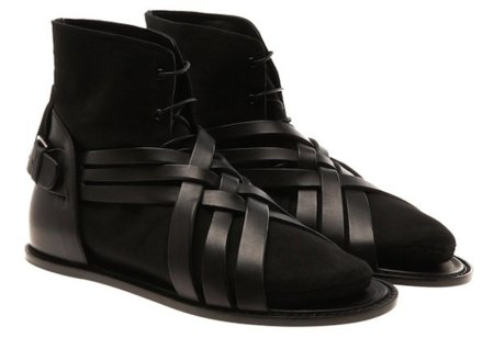 Dior  Homme y sus sorprendentes sandalias con calcetines incorporados