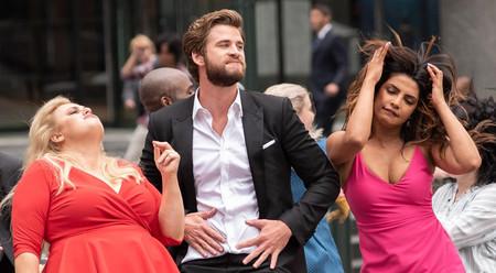 ¿Y si de pronto te transportas al mundo de una comedia romántica? El tráiler de '¿No es romántico?' imagina qué pasaría