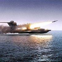 """El Ekranoplan es el gigantesco avión ruso que estaba diseñado para """"flotar"""" sobre el mar y que precisamente por eso fracasó"""