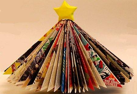 Recicla revistas y fabrica un bonito árbol navideño