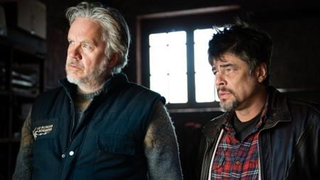 Tim Robbins y Benicio Del Toro en