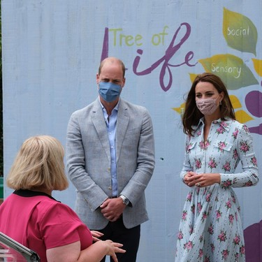 Una vez más, Kate Middleton nos demuestra cómo un vestido camisero de flores es su mejor aliado en cualquier momento del año