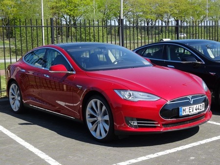 tesla-model-s-alemania-parking.jpg