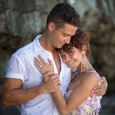Sarah Hyland deja atrás los baches en su vida con una romántica pedida en un entorno playero de ensueño