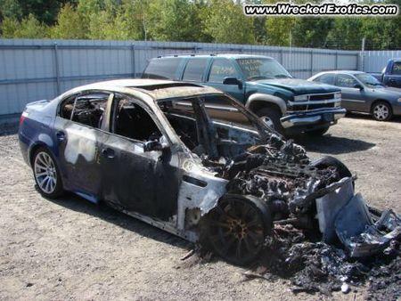 BMW M5 quemado