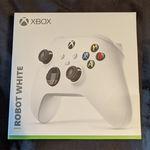 Varias fuentes aseguran que este mando de Xbox Series X es real, y que la Xbox Series S que aparece en su caja también