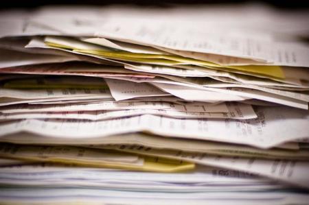 ¿Se puede cobrar por emitir la factura en papel en lugar de la factura electrónica?