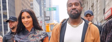 Kim Kardashian con un traje tradicional chino, reconvertido por el cuero, por las calles de Nueva York mientras compra souvenirs