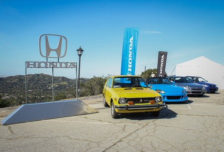 Honda enseña a los millenials el olvidado arte de manejar con transmisión manual