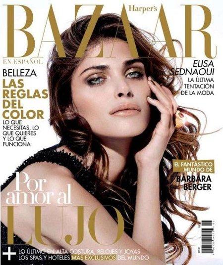 Elisa Sednaoui en la portada de Harper's Bazaar México, un look en dorado y verde oliva