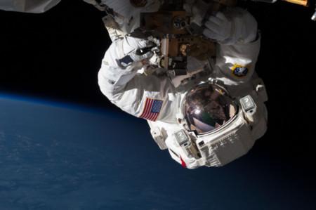 ¿Cómo hacen los astronautas para conectarse a Internet en el espacio? ¡Te sorprenderá su velocidad!
