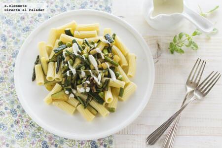 Receta sencilla de pasta con verduras de primavera y salsa gorgonzola, para amantes del queso azul
