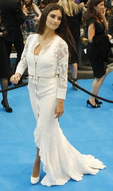 Penélope Cruz de blanco en Londres: ¡por fin cambia de color!