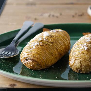 Cómo hacer patatas hasselback, la guarnición más fácil y resultona (con vídeo incluido)