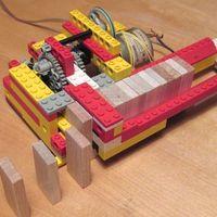 Si te gustan las caídas de dominó, atento a estas máquinas caseras que colocan las piezas sin que les tiemble el pulso
