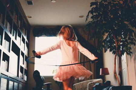 Niños en casa: juegos y ejercicio físico que pueden hacer si no están en el cole