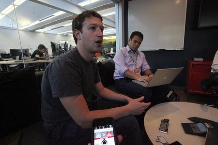 El beneficio de Facebook cae un 94,7 % en 2012, ¿alarma o transición?