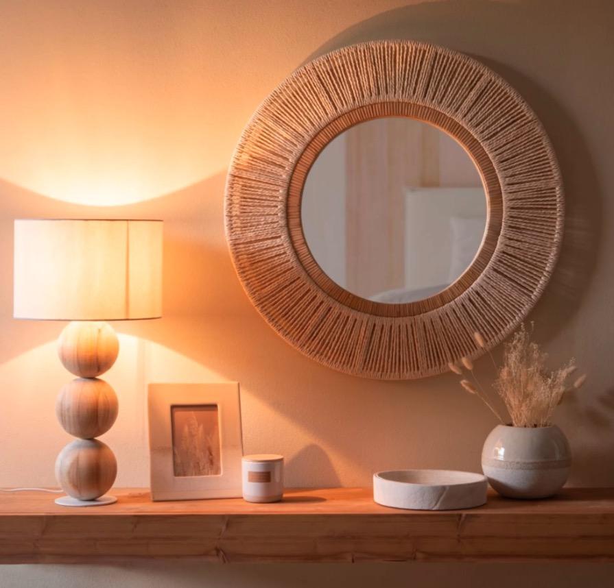 Lámpara Nils de paulonia con pantalla blanca