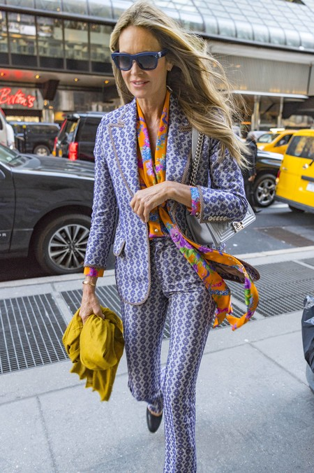 ¿Es el retorno de Austin Powers? No, tan solo es Elle Macpherson petándolo en pleno Nueva York