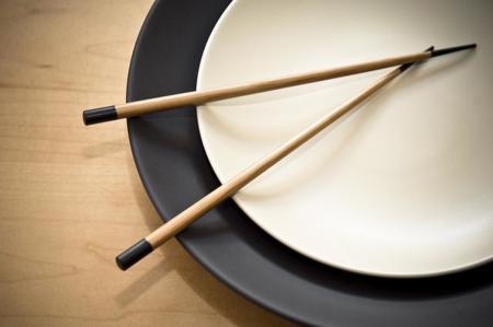 Come con palillos chinos para  bajar de peso