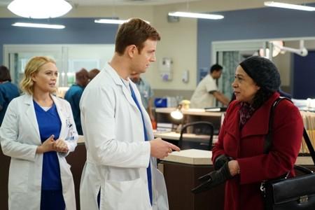 NBC no espera a los upfronts y da luz verde a 'Chicago Med', 'Heartbreaker' y 'Blindspot'