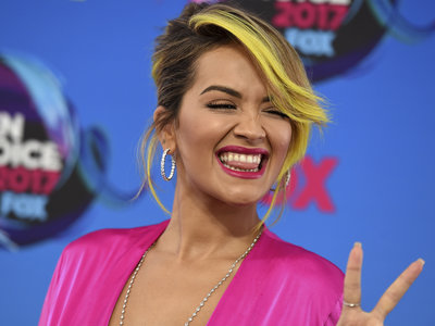 Rita Ora triunfó en los Teen Choice Awards con su original (y divertido) nail art