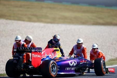 Nuevos problemas impiden a Sebastian Vettel dar más de cuatro vueltas el viernes