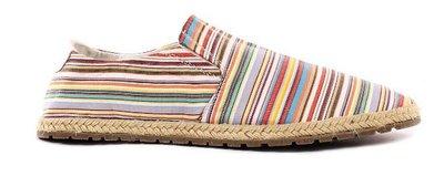 Las alpargatas con las que Mustang pretende vestir nuestros pies este verano 2012