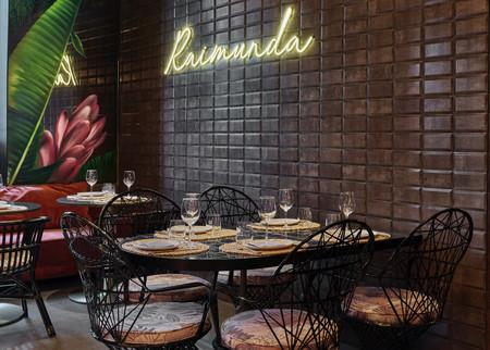 El estilo tropical inspira la decoración del interior del restaurante Raimunda