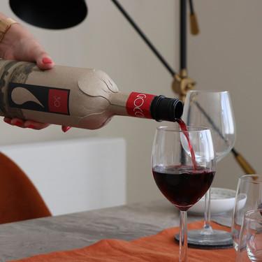 Esta botella de vino hecha de papel apuesta por salvar al mundo