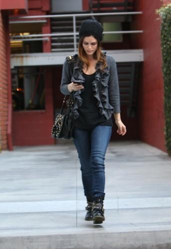 Rachel Bilson nos enseña el look de moda